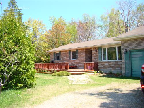 Cottage rental | The Sunflower Cottage, Sauble Beach