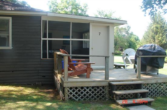 Cottage rental   Sunny waterfront cottage