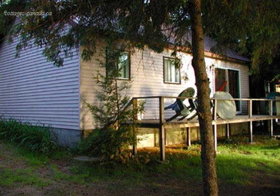 Cottage rental | Lakefront  Sand Lake Cottage