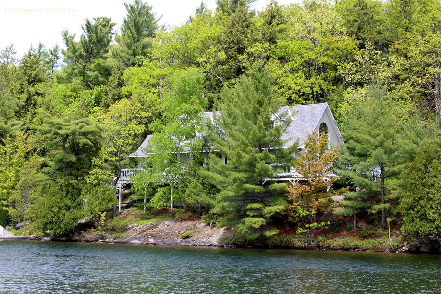 Cottage rental | 1226 Island Cottage