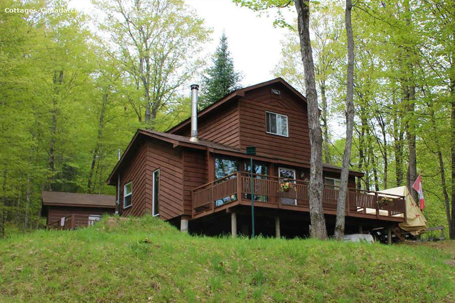 Cottage rental ontario haliburton highlands haliburton for Getaway cottage