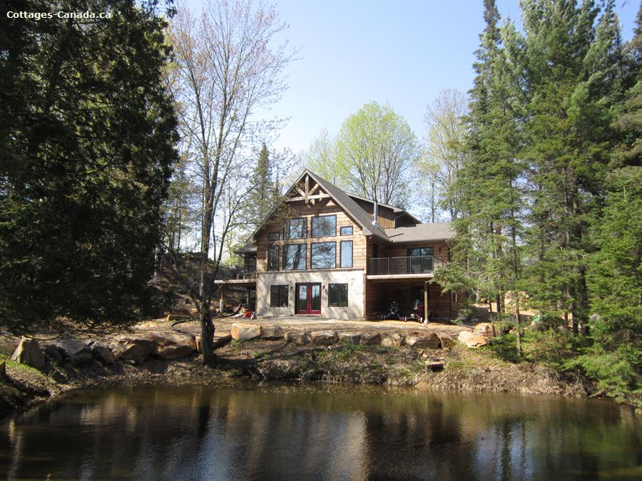 Cottage rental | Hollow River Cottage Close to Algonquin